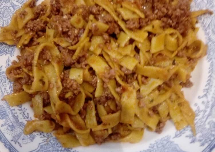 Nidos De Espinacas Y Carne Ternera Halal Plato