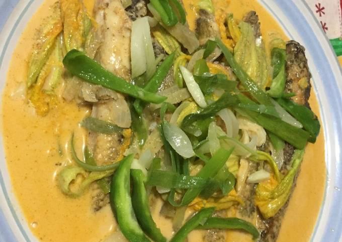 Recipe of Speedy Grey flathead Mullet with Pumpkin Flower in Thai Curry Sauce
