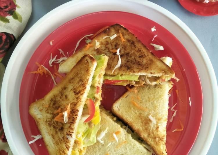 Tandoori Chicken Coleslaw Toast Sandwich