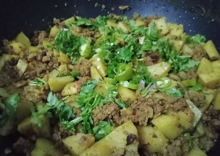30 Minute Recipe of Quick Aaloo qeema