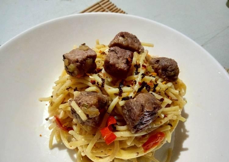 spaghetty-olio-aglio-with-saikoro-beef