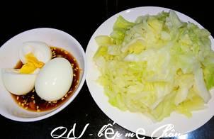 Trứng luộc - bắp cải luộc