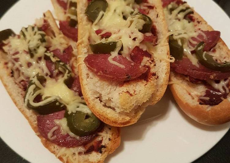 Deluxe Pizza Baguette