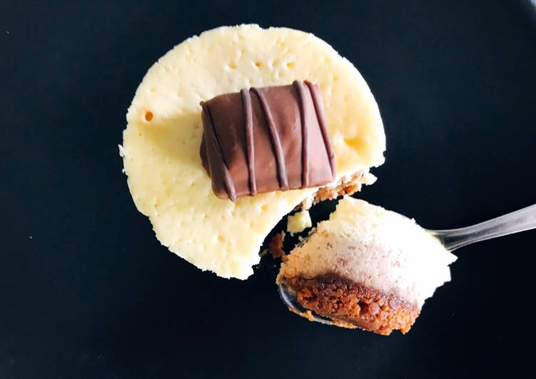 Cheesecake kinder Bueno  Plus de recettes sur Instagram @stl_cuisine