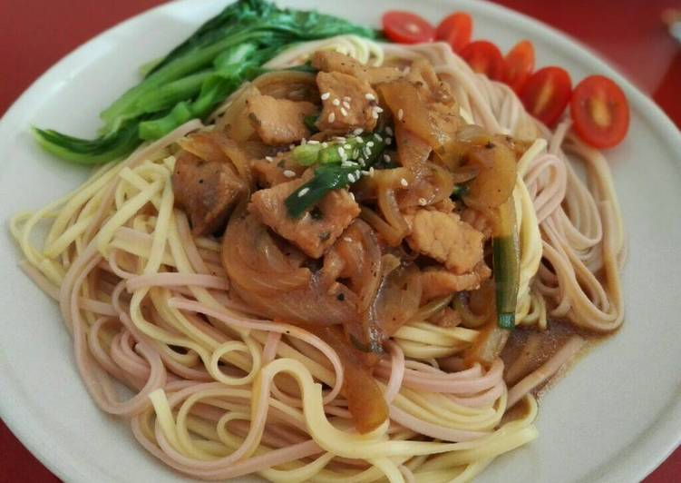 Dry mee with soy sauce pork