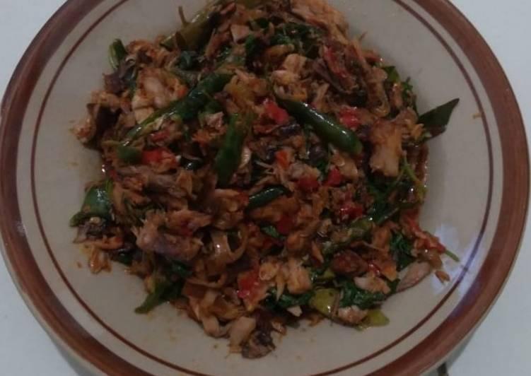 Ikan tongkol suwir cabe ijo kemangi - cookandrecipe.com