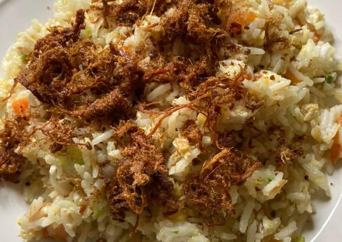 Nasi goreng bertatah serunding