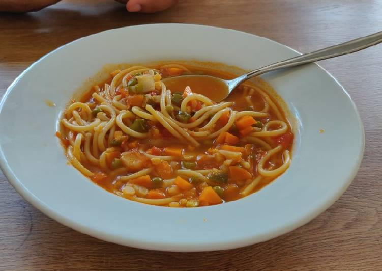 Any-night-of-the-week Vegetable noodle soup