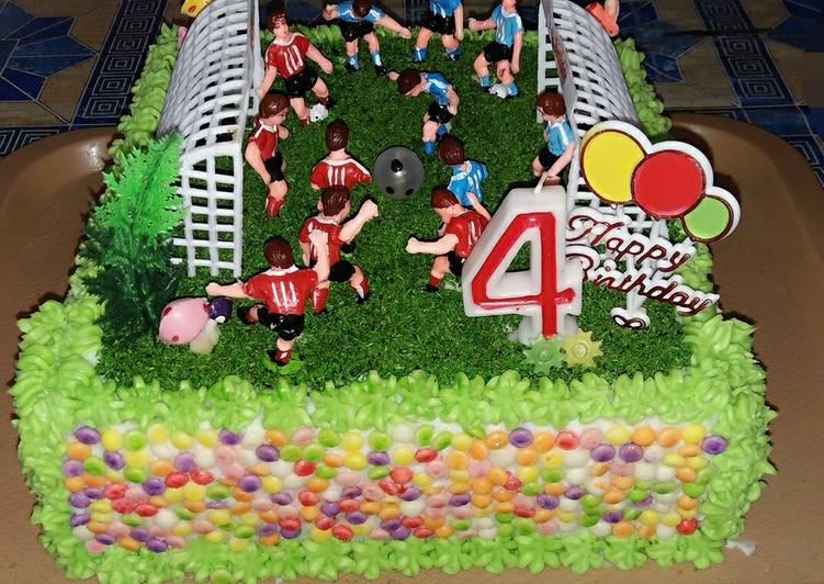 Cake ultah lapangan bola - cookandrecipe.com