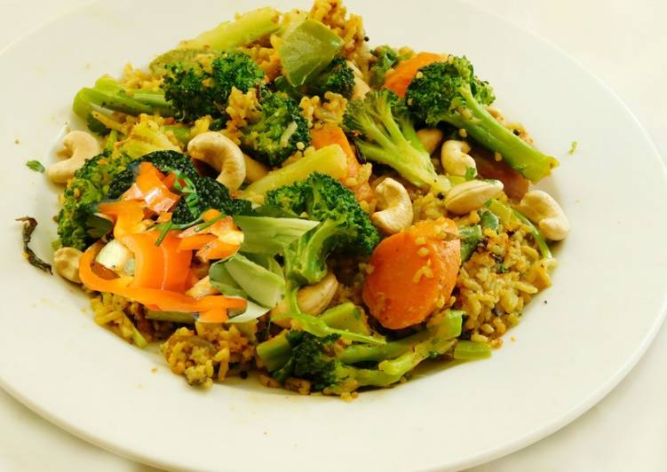 Multi colored Pulav with broccoli, red and orange bell peppers, and carrots