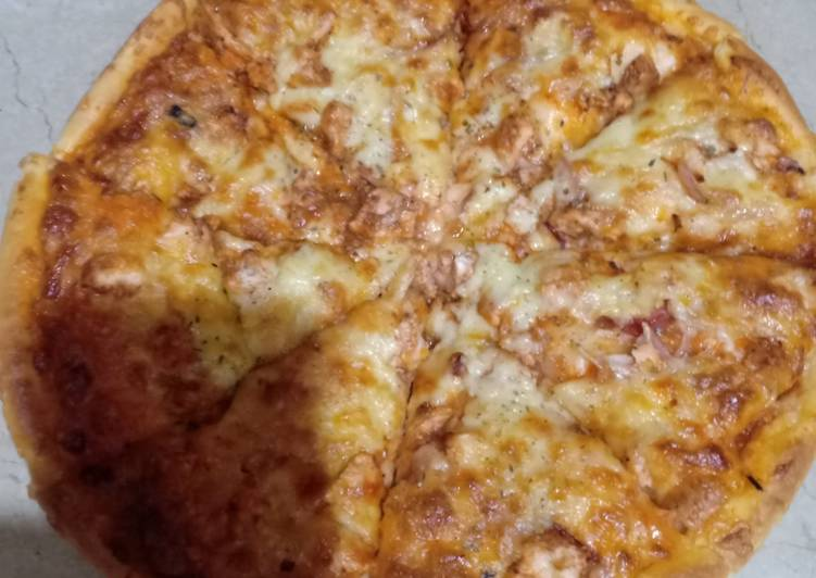 Cheesy Chicken Pizza