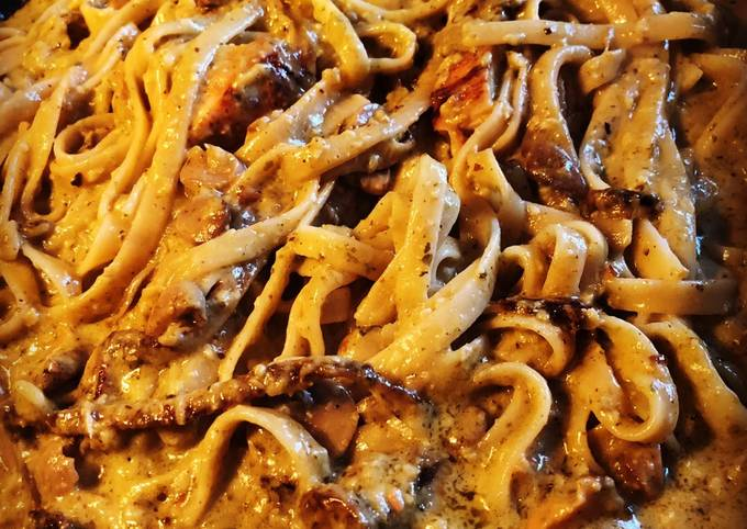 Chicken and Mushrooms Alfredo Pesto Pasta