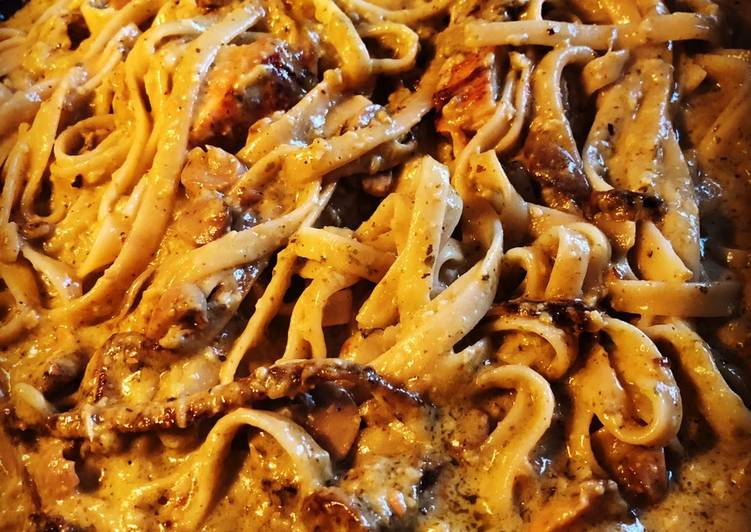 Easiest Way to Cook Delicious Chicken and Mushrooms Alfredo Pesto Pasta