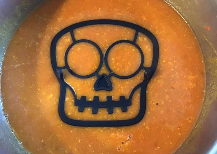 Soupe moulinée Halloween aux panais pois chiches et tomates