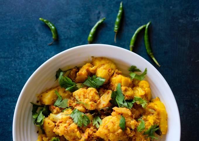Aloo Gobi (Potato & Cauliflower) Curry