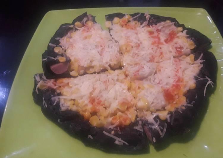 Black pizza jagung karbonara