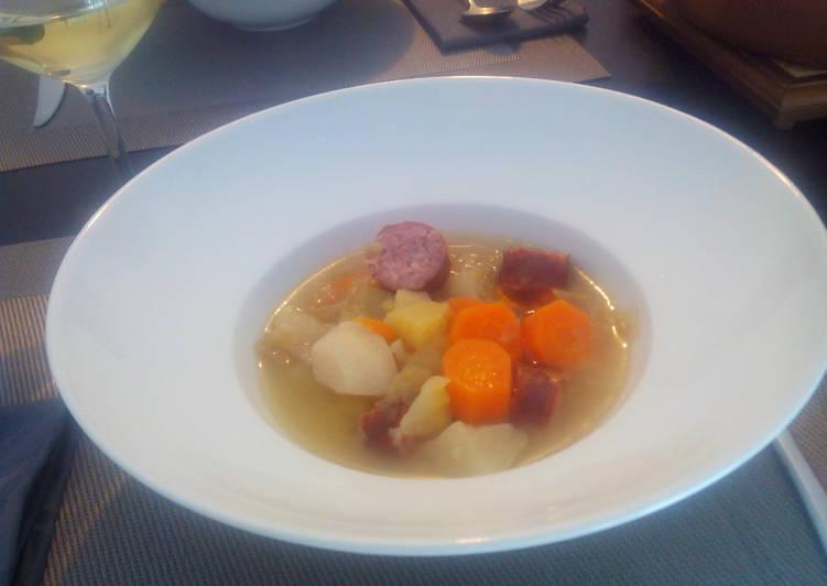 Soupe de chou blanc à la saucisse de Morteau