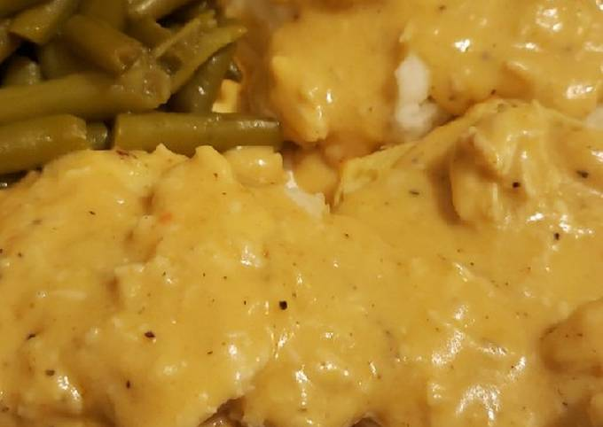 Chicken gravy over biscuits with green beans