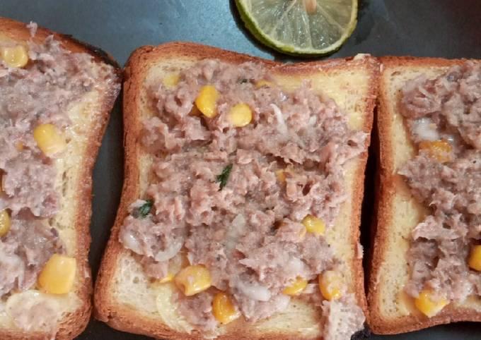 Rillettes de sardine avec du pain toasté