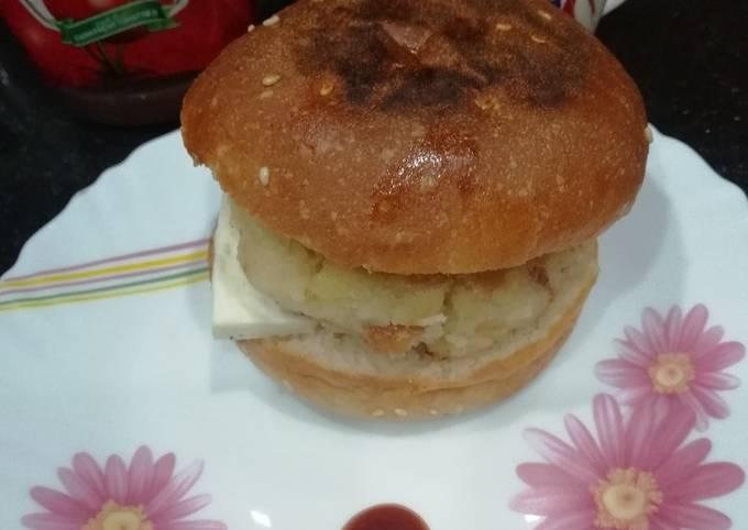 Recipe of Delicious Poha Aloo Tikki Burger