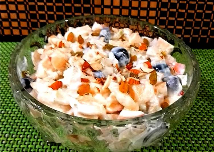Dining 14 Superfoods Is A Great Way To Go Green And Be Healthy Fruit salad with yoghurt