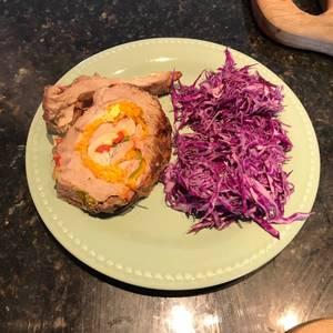 Bondiola de cerdo arrollada al horno con reducción de Malbec y salsa de soja