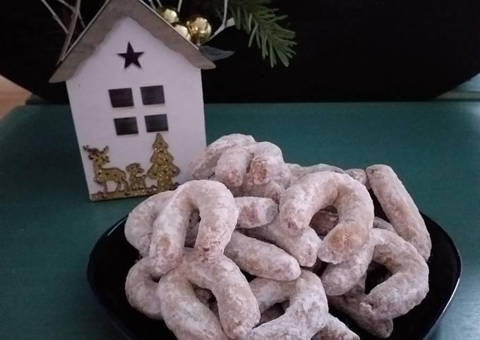 Biscuits en demi-lune aux noix