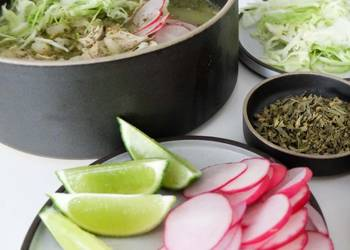 Easiest Way to Make Delicious Pozole Verde con Pollo