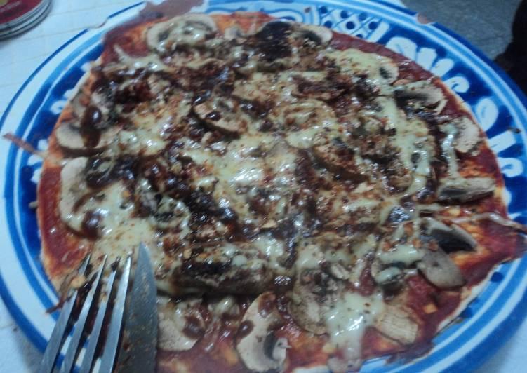 Pizza Mexicana rápida con salsa de chipotle y champiñones