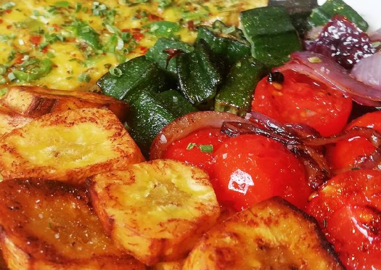 Pepper Frittata with Fried Plantains and Vegetables (Vegetarian)