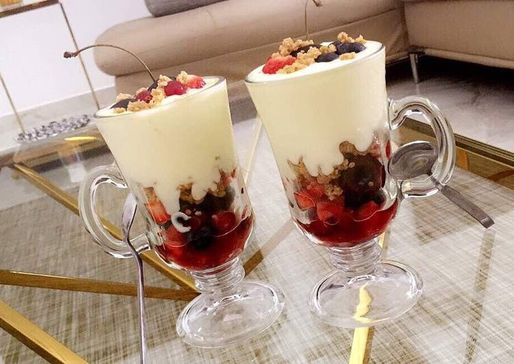 Fruit salad parfait with shortbread cookie crumble