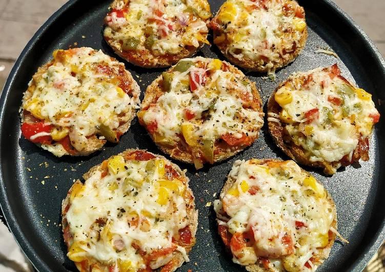 Mini crispy pizzas