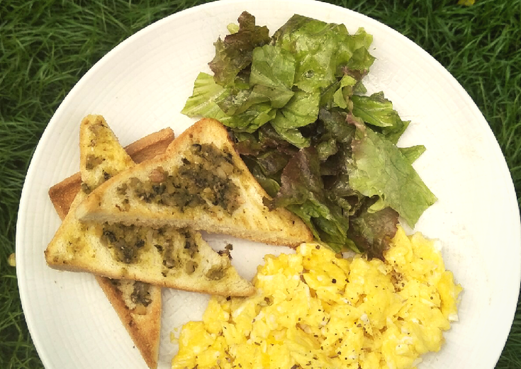Resep Brunch ala Café: Pesto Bread and Scramble Egg Paling Enak
