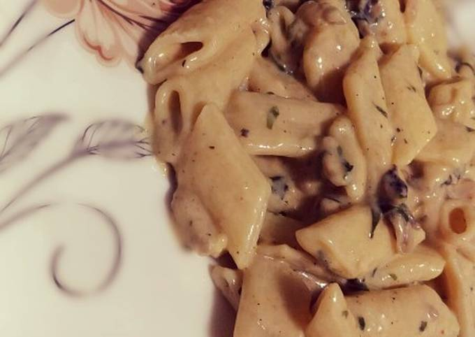 Cheesy Chicken Pasta with mushrooms and spinach ????????