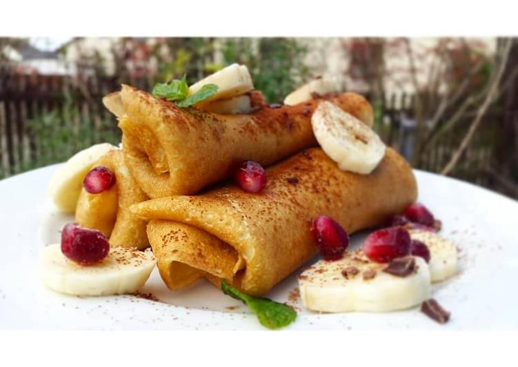 Crêpes mit karamellisierten Bananen