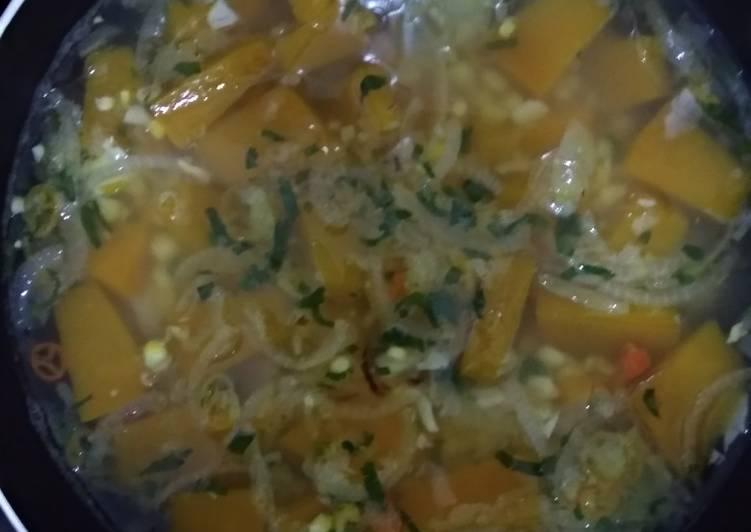 Sup labu kuning jagung pedas