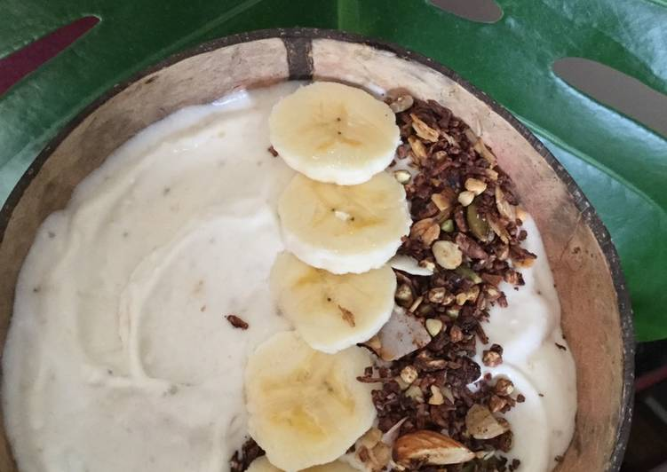 Recipe of Perfect Coconut and banana smoothie bowl