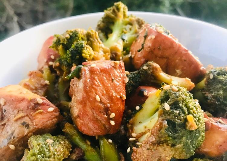 Brocolis, saumon, sésame