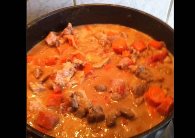 Les Meilleures Recettes de Sauté de porc aux carottes tomates et champignons