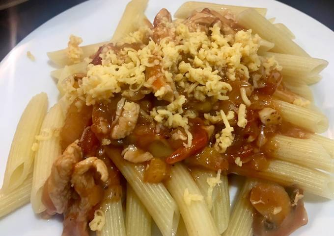 Penne with Chicken and mushrooms in tomato sauce
