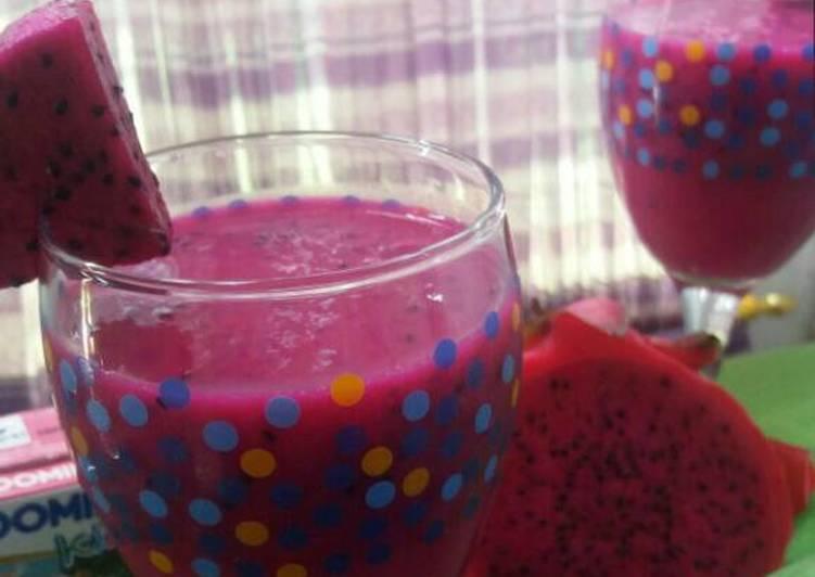 Mango and dragon fruit juice