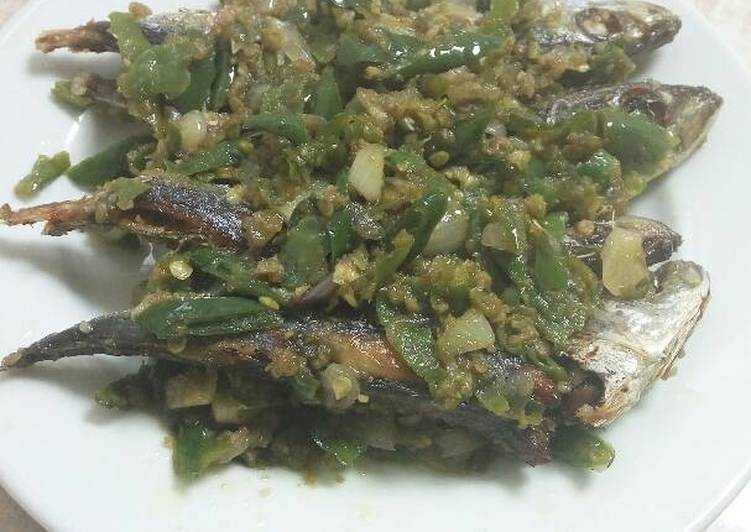 Ikan pindang masak cabe hijau