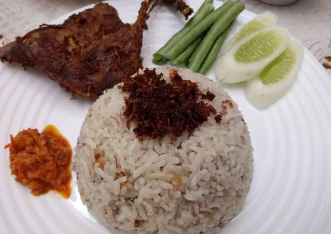 Nasi Hainan + bebek goreng sambel bawang