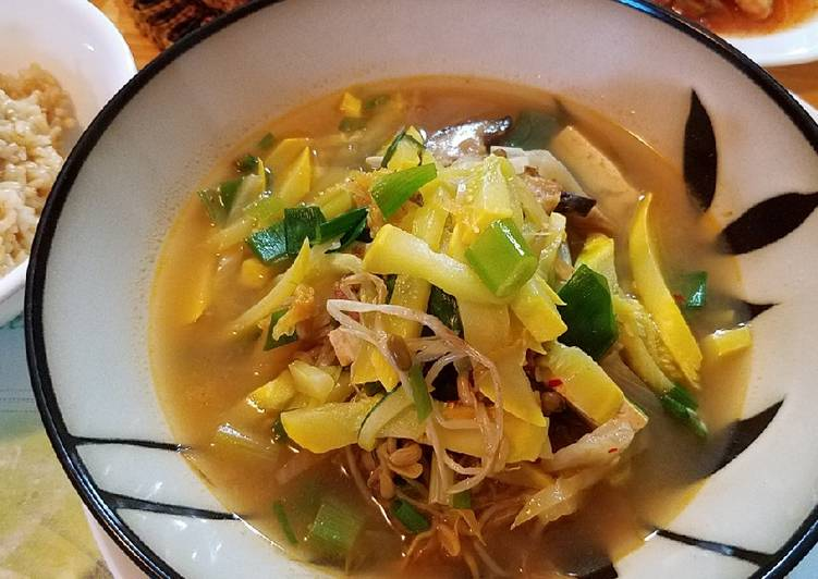 Recipe of Award-winning Mung bean sprouts summer soup 豆芽汤