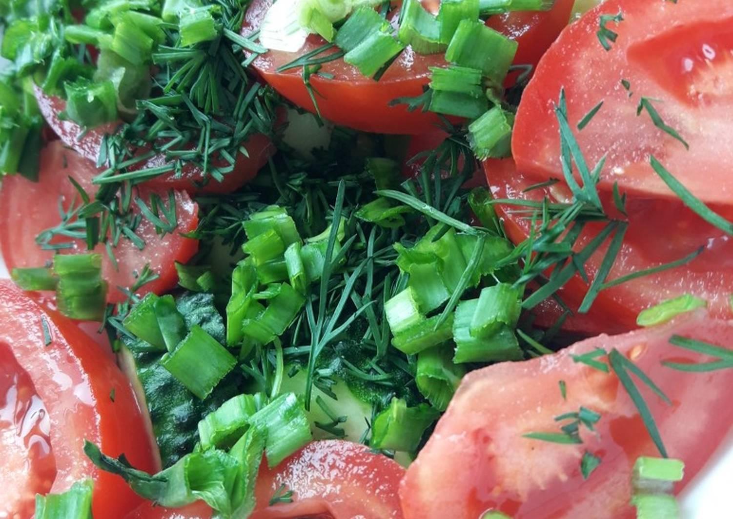 картинка салата из помидоров и огурцов с майонезом может показаться