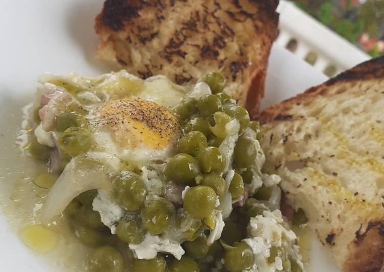 Uova con piselli e pancetta