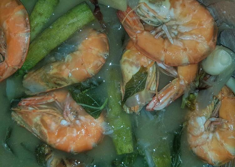 Recipe: Yummy Sinigang na Hipon (Filipino Shrimp Tamarind/Sour Soup)