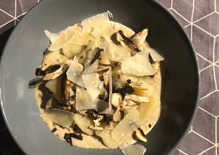 Gnocchis de semoule et crème champignons truffe