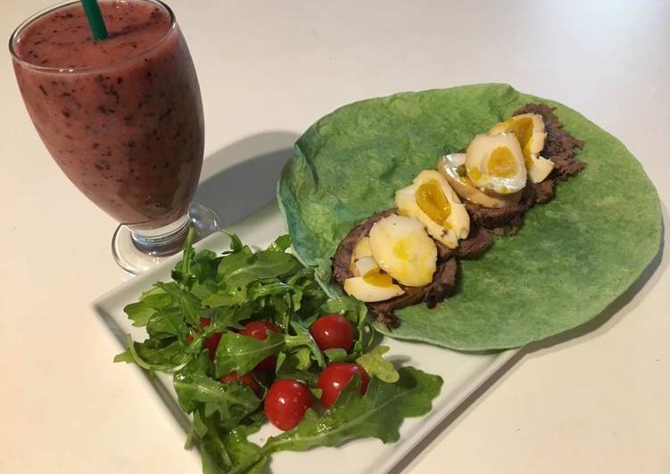 Recipe: Yummy Burrito Salad with Smoothie for  Breakfast