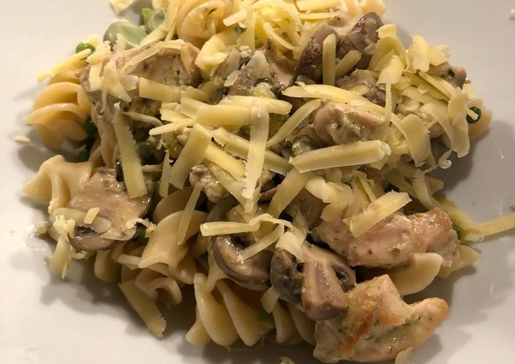 Pesto cream chicken with mushrooms and broad beans